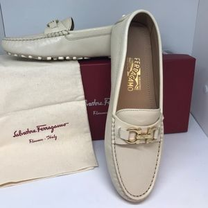 """""""Saba"""" Style Cream Color Moccasin Driving Shoe  8B"""
